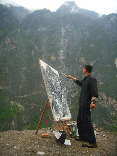 和丽斌在虎跳峡写生,2007年