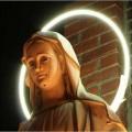 2005年11月加州首府萨克拉门托一座天主堂外的圣母开始流血泪,当神父把它擦掉以后,第二天又流出来。从16世纪以来,这种报道越来越多。