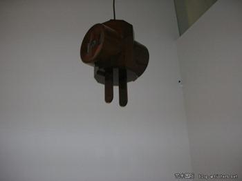 奥登伯格(Oldenbury):《巨型三相插座》( Giant 3- way Plug),雕塑,1970
