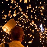 Yi_peng_sky_lantern_festival-small