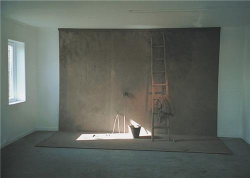 """巴布罗•仁•托马森作品""""举自尘土""""2001年"""