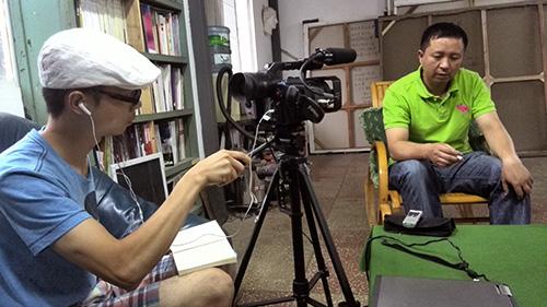罗菲采访和丽斌现场照片,和丽斌工作室,昆明