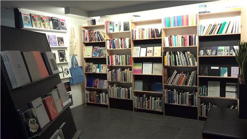 挪威当代艺术馆的图书室一隅