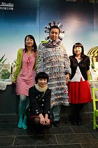 943小组始创人员(左至右:刘丽芬、王涵、和丽斌、石志洁)2009年