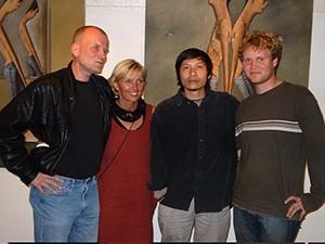 佩卡、安娜、栾小杰和瑞典学生在T咖啡画廊,2001年(TCG诺地卡供图)