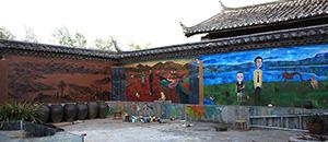 胡嘉岷:《拉市海》,画中艺术家把户主一家六口分割在了三个相连又错乱的时空,2008