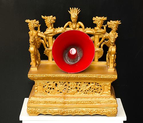 胡军强《红喇叭-龙椅宝座01》 陶瓷 48x41x26cm 1999