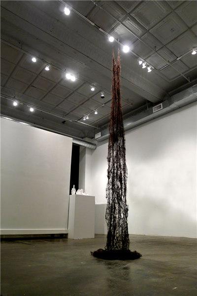 雷燕《黑色哥特》,材料:女人头发、线,2013年
